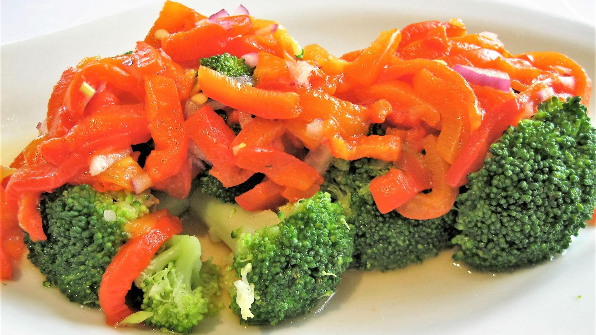 Basisches Brokkoli Gemüse Gericht