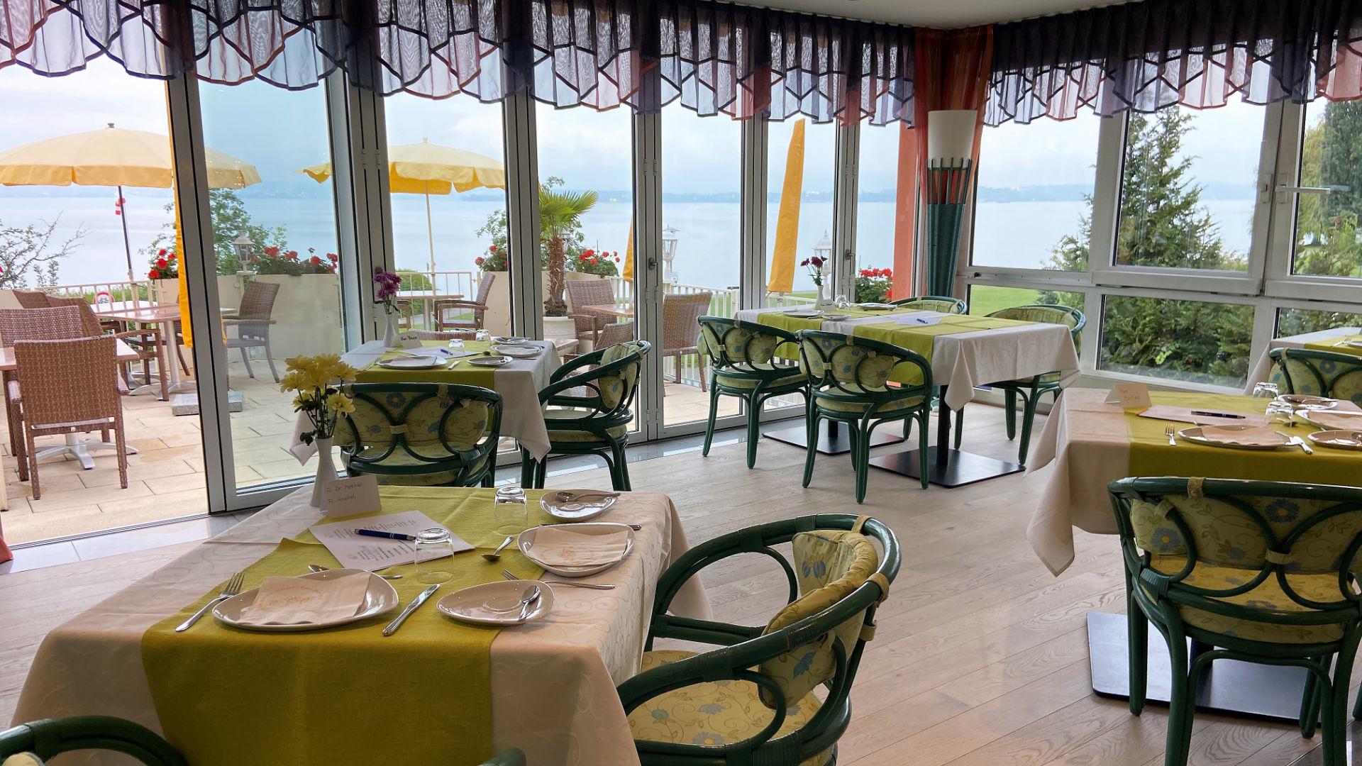 Frühstücksraum mit Blick auf den Bodensee
