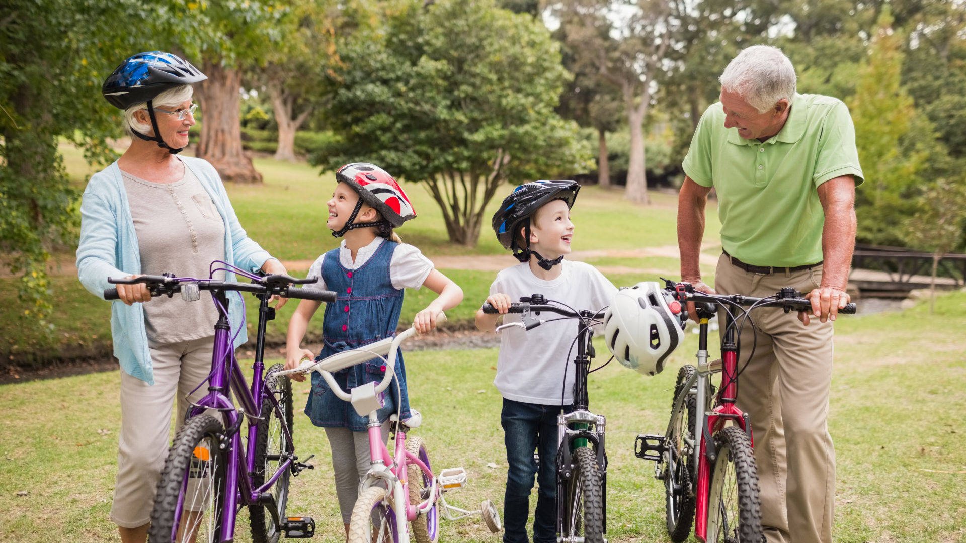 Fahrrad-Ausflug Großeltern mit Enkeln im Urlaub am Bodensee