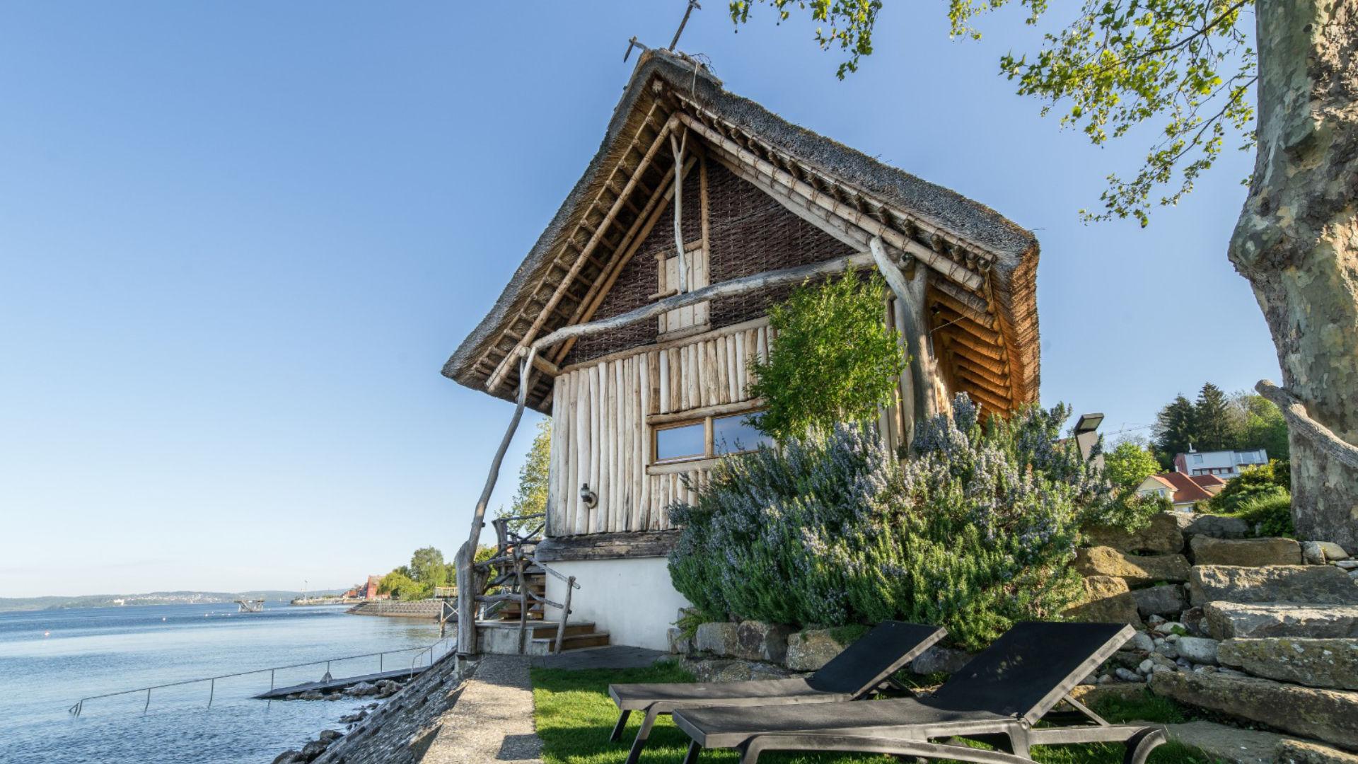 Therme Meersburg Bodensee Außenbereich Liegeplätze und Sauna direkt am Seeufer